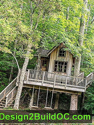 multi-level treehouse u Cloudland Stationu